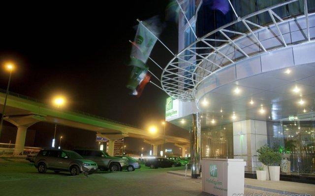 Отель Holiday Inn Dubai - Al Barsha вид на фасад