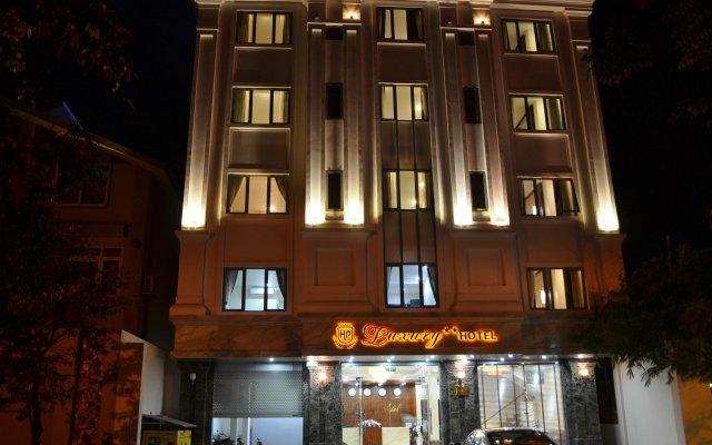 Luxury Hotel вид на фасад