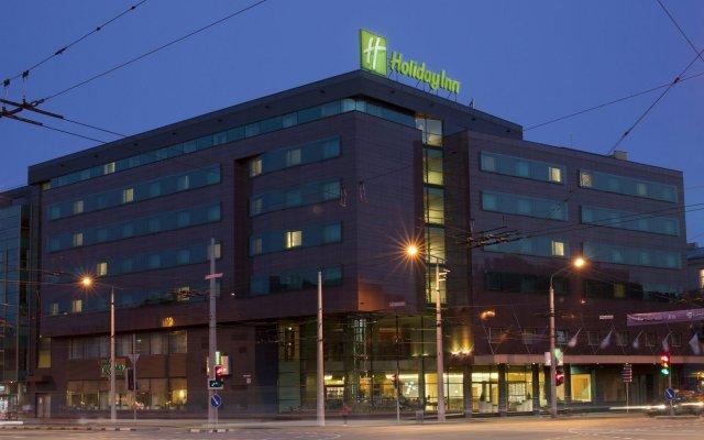 Отель Holiday Inn Vilnius Вильнюс вид на фасад