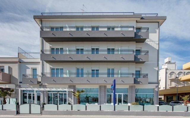 Hotel Platinum Римини вид на фасад