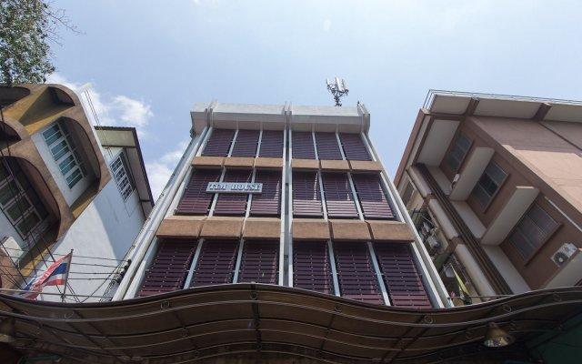 Отель ZEN Rooms Mahachai Khao San вид на фасад