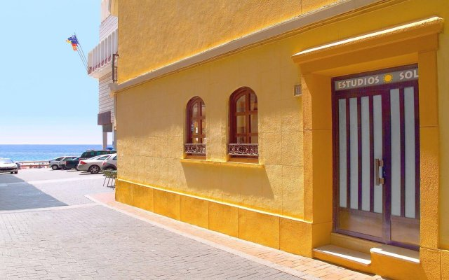 Отель Estudios RH Sol Испания, Пляж Леванте - отзывы, цены и фото номеров - забронировать отель Estudios RH Sol онлайн вид на фасад