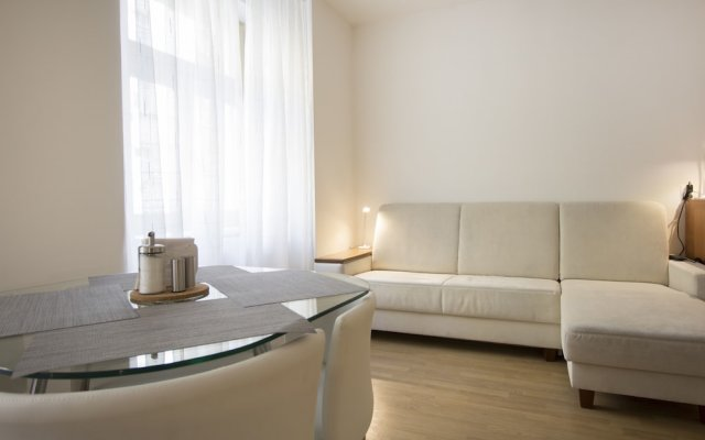 Апартаменты Luxurious Apartment near Prague Castle комната для гостей