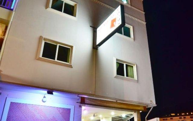 Squareone - Hostel вид на фасад
