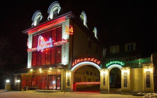 Гостиница Ночной Квартал вид на фасад