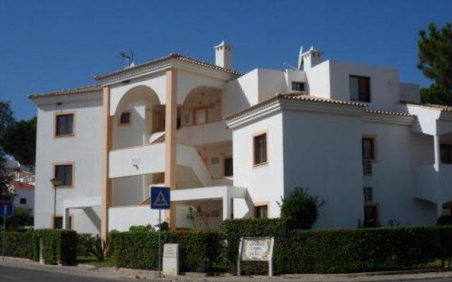 Отель Jardins da Falesia вид на фасад