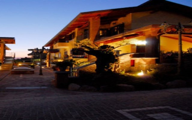 Отель Residence Casale Da Padeira Лакко-Амено вид на фасад