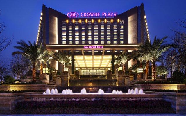 Отель Crowne Plaza Chengdu West вид на фасад