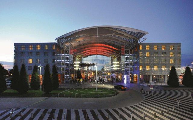Отель Hilton Munich Airport Германия, Мюнхен - 7 отзывов об отеле, цены и фото номеров - забронировать отель Hilton Munich Airport онлайн вид на фасад
