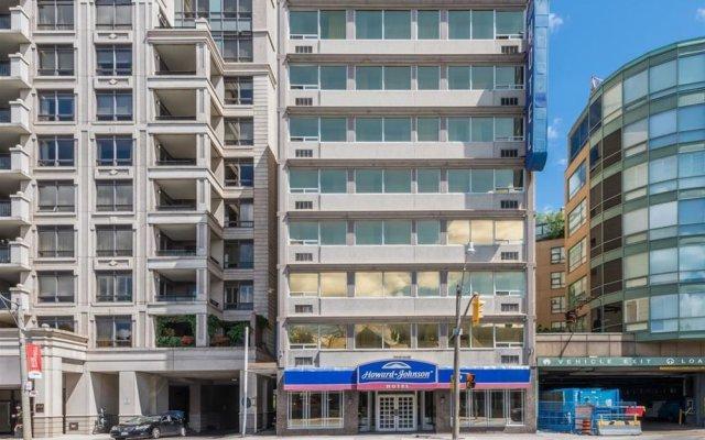 Отель Howard Johnson Hotel Yorkville Канада, Торонто - отзывы, цены и фото номеров - забронировать отель Howard Johnson Hotel Yorkville онлайн вид на фасад
