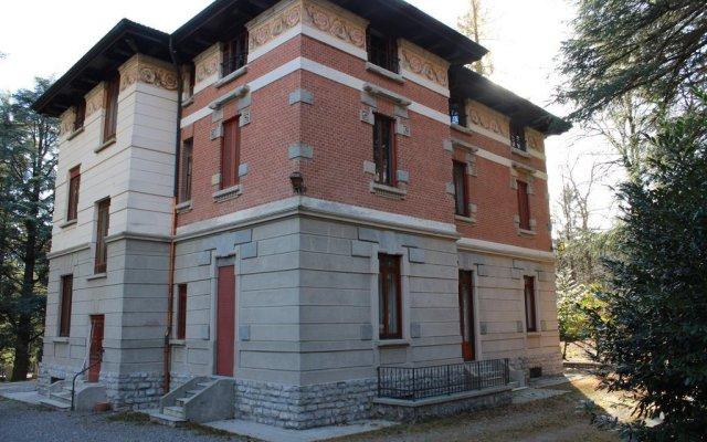 Отель Parco Cambria Ланцо-д'Интелви вид на фасад