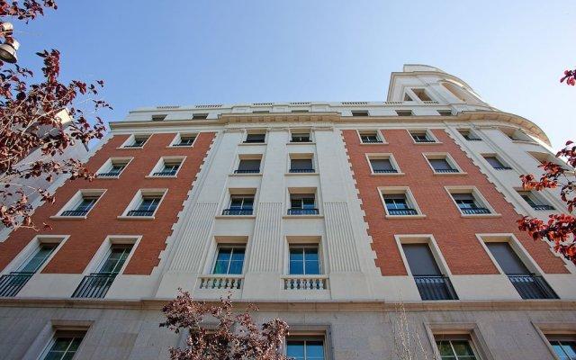 Отель Home Club Serrano V Мадрид вид на фасад