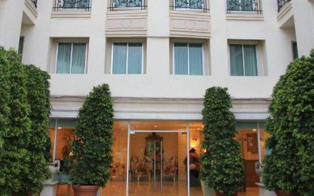 Апартаменты Romance Serviced Apartment Бангкок вид на фасад