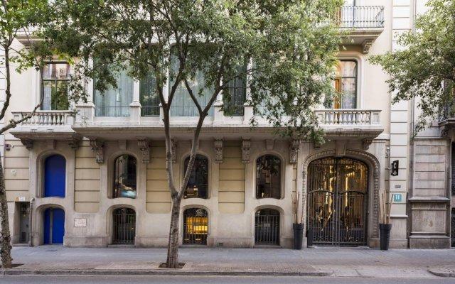 Отель Room Mate Carla вид на фасад