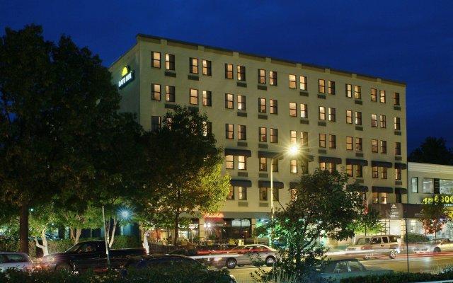 Отель Days Inn by Wyndham Washington DC/Connecticut Avenue вид на фасад