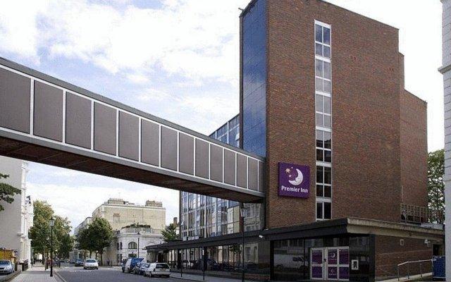 Отель Premier Inn London Kensington вид на фасад