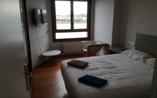Отель Txingudi by Basquelidays Испания, Фуэнтеррабиа - отзывы, цены и фото номеров - забронировать отель Txingudi by Basquelidays онлайн комната для гостей