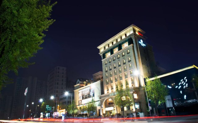 Prima Hotel вид на фасад
