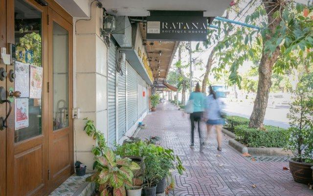 Ratana Boutique Hostel Бангкок вид на фасад