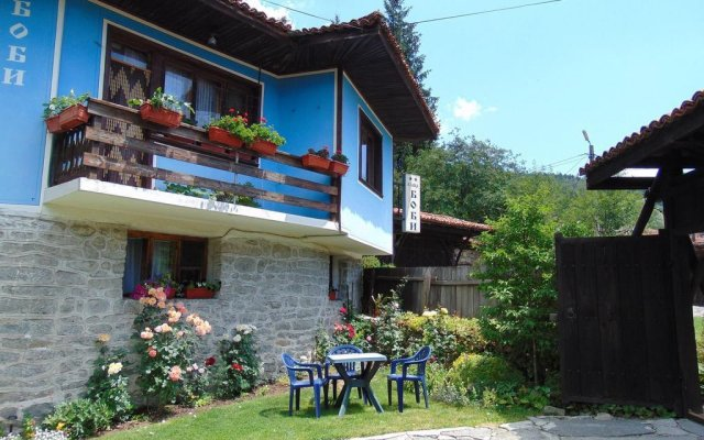Отель Bobi Guest House Болгария, Копривштица - отзывы, цены и фото номеров - забронировать отель Bobi Guest House онлайн вид на фасад