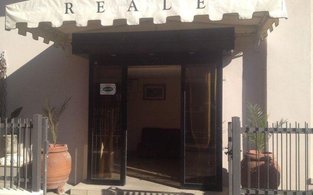 Отель REALE Римини вид на фасад
