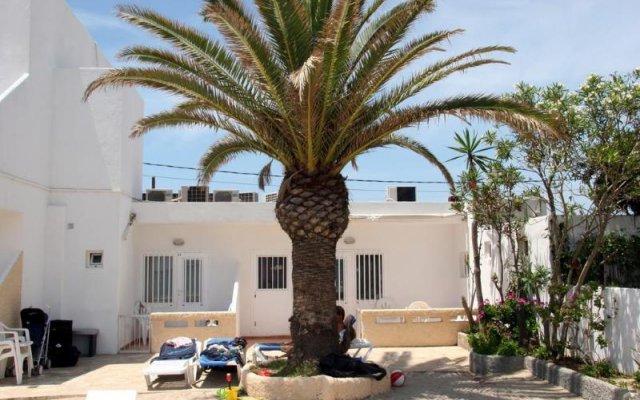 Отель Hostal Talamanca вид на фасад