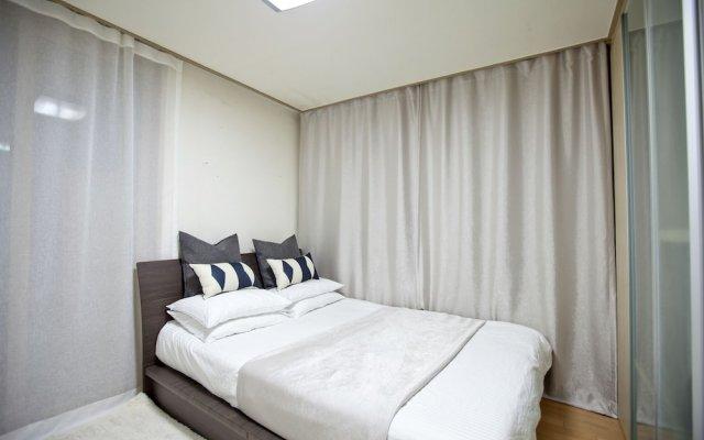 Отель Gangnam Business District Apt комната для гостей