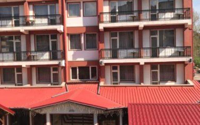 Отель Family Hotel Yola Болгария, Чепеларе - отзывы, цены и фото номеров - забронировать отель Family Hotel Yola онлайн вид на фасад