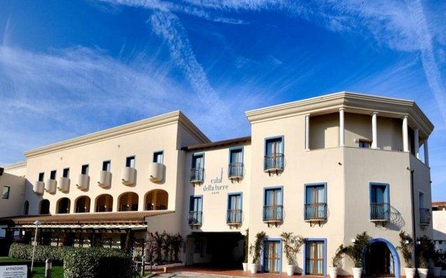 Отель Cala Della Torre Resort Синискола вид на фасад
