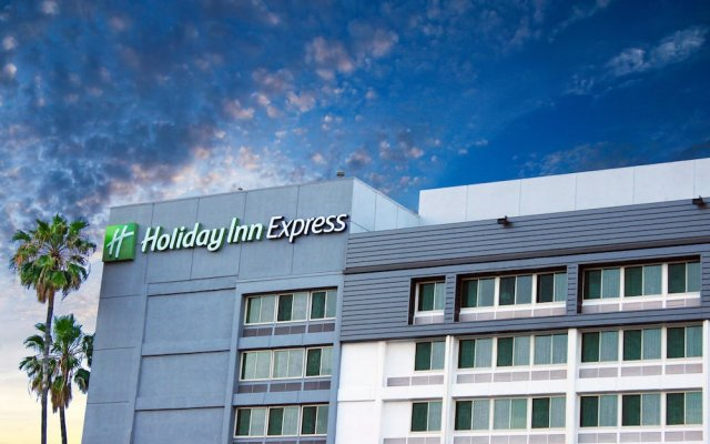 Отель Holiday Inn Express VAN NUYS США, Лос-Анджелес - отзывы, цены и фото номеров - забронировать отель Holiday Inn Express VAN NUYS онлайн вид на фасад