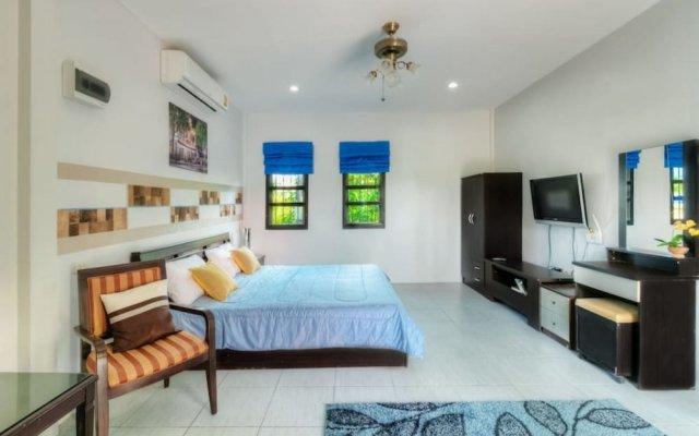Отель Aquatoria BangTao Villa комната для гостей