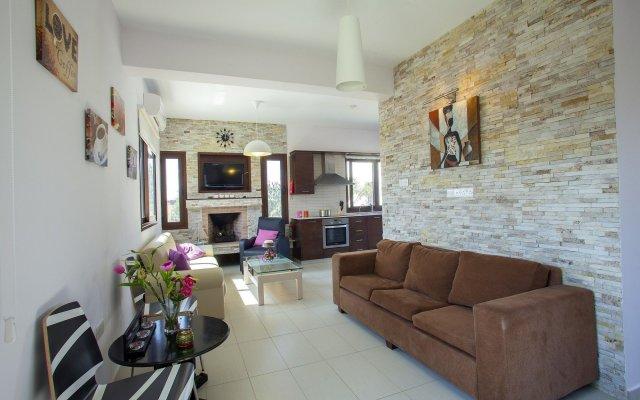 Отель Villa Grecos Grove комната для гостей
