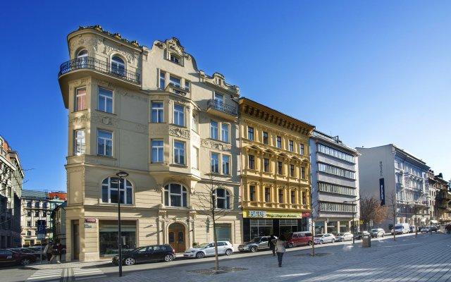 Отель Golden Crown Чехия, Прага - 7 отзывов об отеле, цены и фото номеров - забронировать отель Golden Crown онлайн вид на фасад