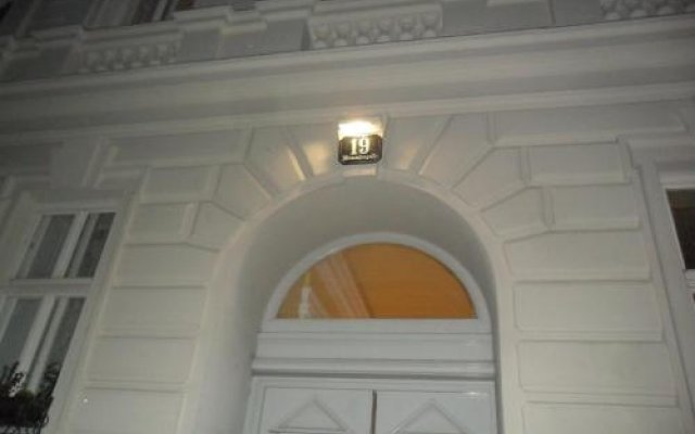 Отель B&B near Castle Австрия, Вена - отзывы, цены и фото номеров - забронировать отель B&B near Castle онлайн вид на фасад