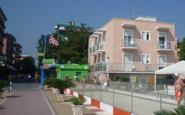 Отель G House вид на фасад