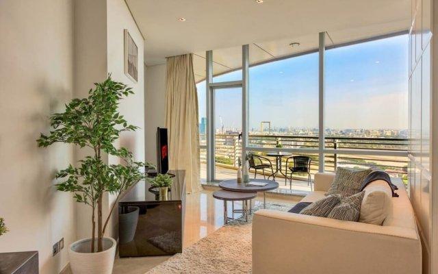 Апартаменты Luxury Apartment Steps Away From Everything! Дубай комната для гостей