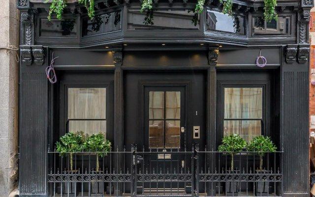 Отель Incredible 6 Storey 4 bed Luxury House in St James Лондон вид на фасад