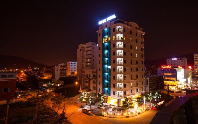Kenny Ha Long Hotel вид на фасад