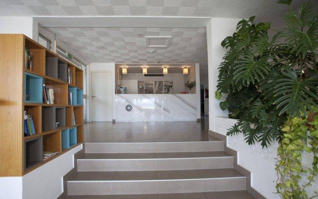 Costantiana Beach Hotel Apartments вид на фасад
