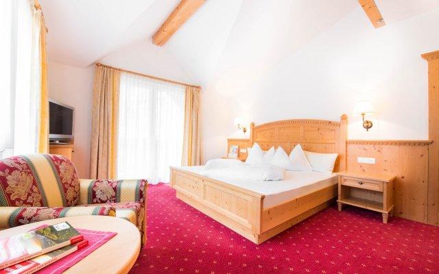 Tonzhaus Hotel & Restaurant Сеналес комната для гостей