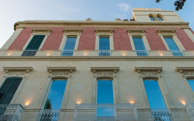 Отель Le Bifore Charming House Лечче вид на фасад