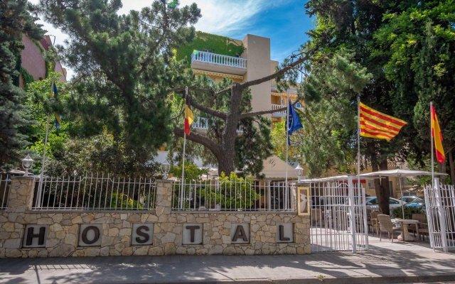 Отель Hostal Gallet Испания, Курорт Росес - отзывы, цены и фото номеров - забронировать отель Hostal Gallet онлайн вид на фасад