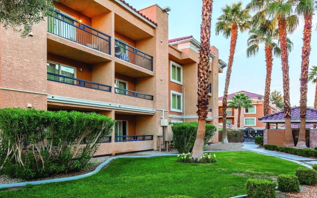 Отель Desert Rose Resort США, Лас-Вегас - 9 отзывов об отеле, цены и фото номеров - забронировать отель Desert Rose Resort онлайн вид на фасад