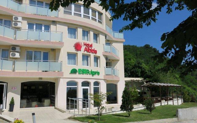 Albizia Beach Hotel вид на фасад