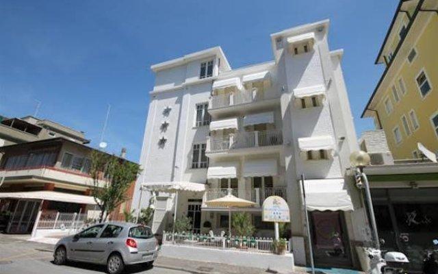 Hotel Belvedere Spiaggia Римини вид на фасад
