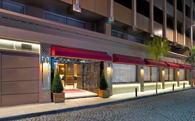 Отель Mercure Istanbul Bomonti вид на фасад