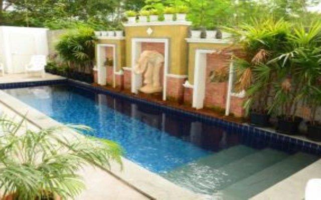 Отель Emerald Jomtien бассейн