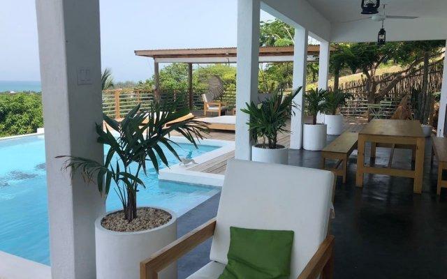 Отель Lashings Boutique Hotel Ямайка, Треже-Бич - отзывы, цены и фото номеров - забронировать отель Lashings Boutique Hotel онлайн вид на фасад