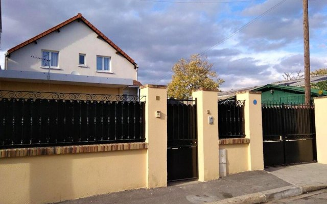 Apartment with 4 Bedrooms in Dugny, with Wonderful City View, Furnished Terrace And Wifi