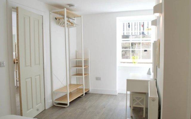 Отель Beautiful 1 Bedroom Apartment On Broughton Street Великобритания, Эдинбург - отзывы, цены и фото номеров - забронировать отель Beautiful 1 Bedroom Apartment On Broughton Street онлайн